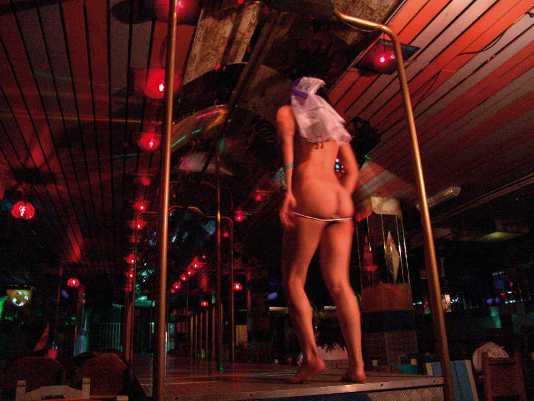 sinonimo de participan prostitutas en barra
