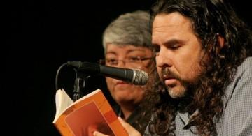 Carlos Sánchez leyendo un fragmento de Matar
