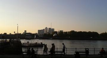 Canary Wharf vista desde el lado sur del Támesis en Greenwich