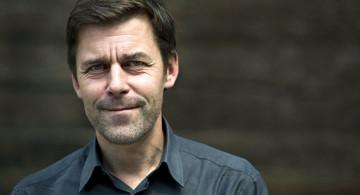 El escritor suizo Peter Stamm. Foto © KEYSTONE / Jean-Christophe Bott.