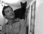 El poeta y un gato negro. Cortesía del autor.